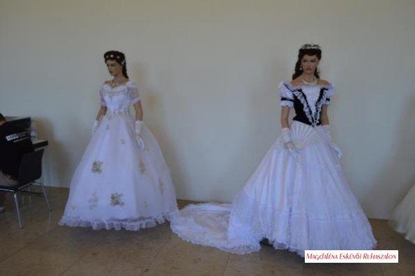 Sissi, Erzsébet Királyné ruháinak másolatai.